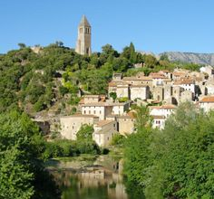 Olargues is torn between the South of France and the Massif Central, but that's no problem because it's got a little bit of both ! Chestnut and cherry trees rub shoulders with vines and olive trees and the sun tries to heat up the chilly waters of the River Jaur. At the foot of the Caroux Mountains, the old fortified village attracts visitors not only because of its paved streets and covered passageways but also because it is ideally located for outdoor activities.
