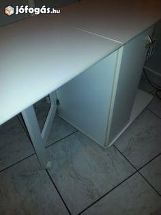 Eladó Dohányzó asztal 4 rattan fiókkal. + 2 szék: Szép fehér ...