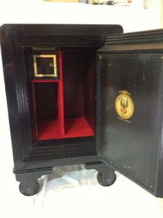 Restored Antique Safe, Vault Doors, Custom Paint, Cast Iron, Locks, Restoration, Objects, Watches, Antiques