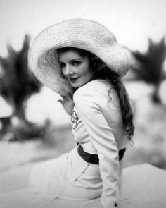 Peggy Shannon, 1930s #30s #fashion #hat #1930s