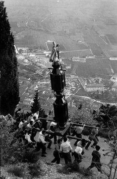 """The """"Festa dei Ceri"""" festival, 1956. Photo by Rene Burri. #gubbio #italy"""