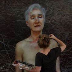 Aleah Chapin is a 30-year-old artist based in Seattle. She is known for her ability to paint portraits. The majority of her work consists of nude portraits that are impressingly realistic. | These Nude Portraits Are So Realistic And Meaningful
