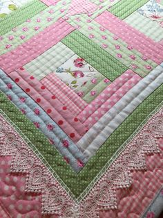 Spitzen-Babydecke Modern Baby Quilt baby di ChristineJDesigns Source by NevaKT Quilt Baby, Baby Quilt Patterns, Modern Quilt Patterns, Baby Girl Quilts, Girls Quilts, Quilting Patterns, Baby Quilt For Girls, Modern Baby Quilts, Shabby Chic Quilt Patterns