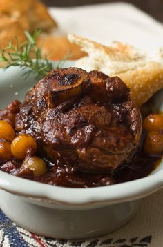 A Chilly Night and a Dinner of Osso Bucco Osso Bucco Recipe (veal shanks) – tender veal cooked in a rich tomato gravy! Make this as a main course for a romantic dinner for two for Valentine's Day! Veal Recipes, Slow Cooker Recipes, Dinner Recipes, Cooking Recipes, Oxtail Recipes, Cleaning Recipes, Milanesa, Osso Buco Recipe, Gourmet