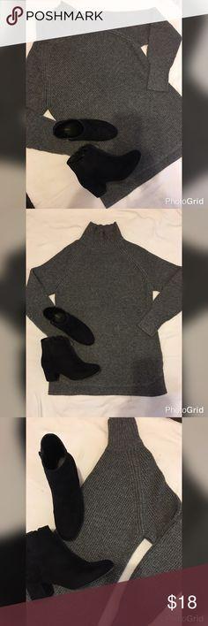 Banana Republic Sweater Banana Republic Sweater XL - hem round front, square back Banana Republic Sweaters Cowl & Turtlenecks