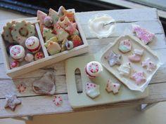 Dollhouse miniatures holiday baking cookies set by Kimsminibakery
