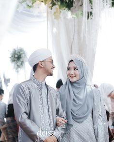 Muslimah Wedding Dress, Hijab Style Dress, Wedding Dressses, Muslim Wedding Dresses, Wedding Photography Contract, Wedding Couple Poses Photography, Wedding Hijab Styles, Foto Wedding, Bridal Hijab