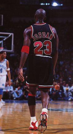 Ideas Basket Ball Pictures Michael Jordan For 2019 Michael Jordan Basketball, Art Michael Jordan, Michael Jordan Pictures, Jordan 23, Jordan Xiii, Jordan Bulls, Sport Basketball, Basketball Pictures, Basketball Legends