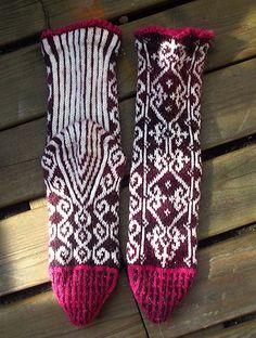 Ravelry: turloughishere's Scrollwork socks