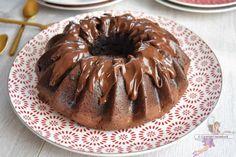 Bundt cake au chocolat et noisettes. Recette de cuisine ou sujet sur Yumelise blog culinaire. Ce bundt cake au chocolat et noisettes est vraiment délicieux ! Il est très moelleux. Ce goût de noisette est vraiment très appréciable.