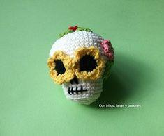 Sugar Scull, Halloween Crochet Patterns, Crochet Fall, Crochet Basics, Couture, Yarn Crafts, Pin Cushions, Crochet Projects, Macrame