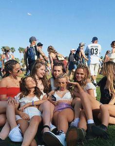 go to coachella :) Cute Friend Pictures, Best Friend Pictures, Diy Foto, Cute Friends, Summer Aesthetic, Teenage Dream, Best Friend Goals, Girl Gang, Coachella