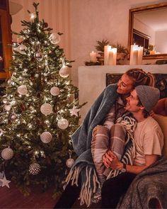 Family Christmas Pictures, Christmas Couple, Christmas Mood, First Christmas Married, Christmas Trees, Christmas Stockings, Christmas Gifts, Holiday, Christmas Photography Couples
