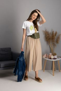 autumn | autumn outfit | spring outfit | summer outfit | autumn fashion | womensoutfit | casual outfit | women autumn outfit | womens white t-shirt | womens patterned t-shirt | womens creamy culottes pants | denim jacket | brown sandals | kidney bag | pink handbag | fashion inspo | outfit inspo #ootd #factcooloutfit