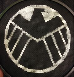 Marvels Agents of S. Marvel Cross Stitch, Geek Cross Stitch, Cross Stitch Patterns, Hama Beads Patterns, Beading Patterns, Pixel Art, Avengers Crafts, Crochet Skull, Nerd Crafts