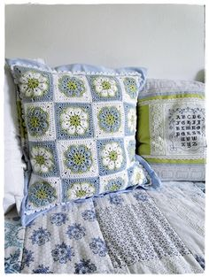 Crocheted Pillow - Love this!