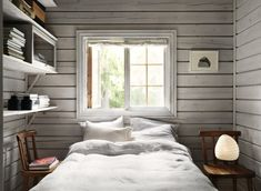 Charming Norwegian-style Log Cabin Packed with Iconic Design Pieces - Nordic Design Cabin Design, Nordic Design, Design Design, Design Furniture, Plywood Furniture, Style Norvégien, Scandinavian Cottage, Norwegian Style, Haus Am See