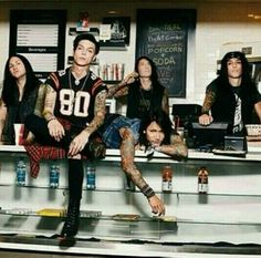 Black Veil Brides the physical models behind the metal vampire band White Coffin. Andy Biersack, Black Viel Brides, Black Veil Brides Andy, Jake Pitts, Emo Bands, Music Bands, Rock Bands, Vail Bride, Bvb Fan