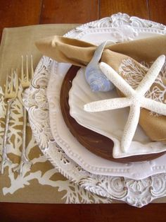 beach party table setting