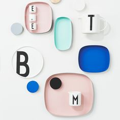 Design Letters Television 2 Tablett Pantone Color of the Year 2016 Rose Quartz SS16