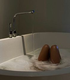 Photographie Portrait Inspiration, Classy Aesthetic, Brown Aesthetic, Bath Time, Dream Life, Aesthetic Pictures, Self Care, No Time For Me, Ideias Fashion