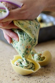 Compre o macarrão conchiglione e recheie com o sabor que você mais gosta. Use…