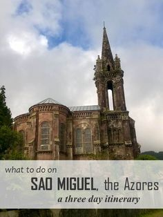 A detailed travel itinerary for Sao Miguel, a gorgeous and undiscovered island belonging to the Azores located in the middle of the Atlantic Ocean!