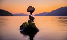 WOW! Rock balancing rocks!