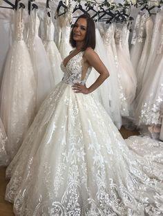 Rochie de mireasa stil printesa, cu dantela si spate gol. Lace Wedding, Wedding Dresses, One Shoulder Wedding Dress, Fashion, Bride Dresses, Moda, Bridal Gowns, Fashion Styles