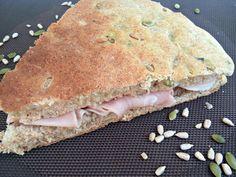 Focaccia semintegrale insaporita con i semi di girasole e di zucca. Ideale come merenda con gli affettati ma anche come pane.