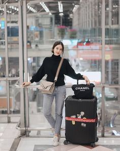 Japan Outfit Winter, Winter Travel Outfit, Japan Outfits, Casual Outfits, Fashion Outfits, How To Pose, Korea Fashion, Preppy Style, Casual Chic