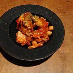 赤ワインのツマミに。 - 63件のもぐもぐ - ひよこ豆と鶏のトマト煮、お皿に。 by t6u318