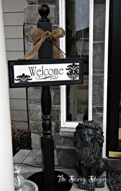 Possible use for porch posts - post sign - wreath holder Spindle Crafts, Wood Crafts, Diy Crafts, Front Door Decor, Front Porch, Diy Projects To Try, Wood Projects, Welcome Post, Christmas Crafts
