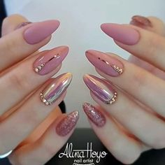 Nail polish original transparent nude nail art easy to make black line min varnish nail original transparent nude nail art simple black line min ., # to # volts, a woman who breaks nine toe to get a .Soft Pink Nails Designs for winter glitter 2019 An Soft Pink Nails, Shiny Nails, Pink Gold Nails, Pink Soft, Nails Design With Rhinestones, Nagel Hacks, Almond Shape Nails, Short Almond Nails, Acrylic Nails Almond Classy