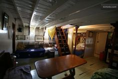 Classic Houseboat bnb in Badalona