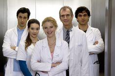 Datei:Doctors Diary.jpg   Mehdi (Kai Schumann), Gretchen (Diana Amft) und Marc (Florian David Fitz) feiern im Sommer ihr Comeback! RTL