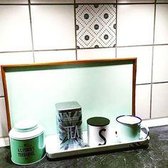 Bare se hva kun en sticker fra Tile junkie gjør med flisleggen din. Superfint #tilejunkiedk #tilejunkie #Tile #tiles #Fliser #flis #kjøkken #kjøkkeninspirasjon #baderomsinspirasjon #baderomsinspo #baderom #fornye #forny Bar, Canning, Instagram Posts, Home, House, Home Canning, Homes, Houses, Conservation