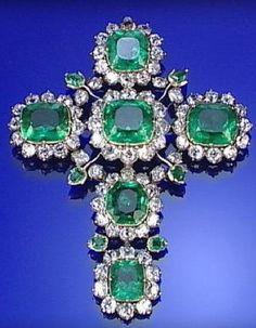 ROYAL EMERALD AND DIAMOND CRUCIFIX PENDANT, LATE 18TH CENTURY