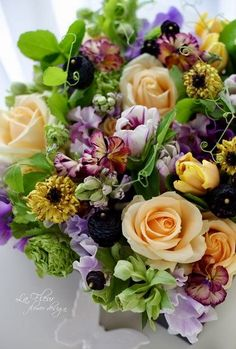 Wow, Best Bouquet Ever, Love Bright Colors Mixed With Diverse Variety Of Flowers. Incredible Result, V Table Flowers, Fresh Flowers, Flower Vases, Beautiful Flowers, Gift Flowers, Beautiful Flower Arrangements, Floral Arrangements, Bouquet Champetre, Mellow Yellow