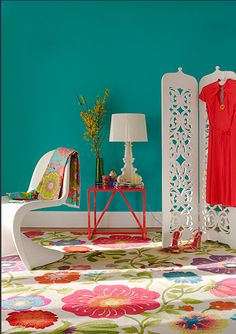 The vibrant wall color and the floral rug balance each other nicely. Room Colors, House Colors, Colours, Bright Colors, Tropical Colors, Wall Colors, Interior Design Boards, Home Interior, Deco Nature