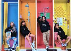 Moonbyul, solar, hwasa y wheein Kpop Girl Groups, Korean Girl Groups, Kpop Girls, K Pop, Mamamoo Moonbyul, Solar Mamamoo, Poses, Soyeon, Rainbow Bridge