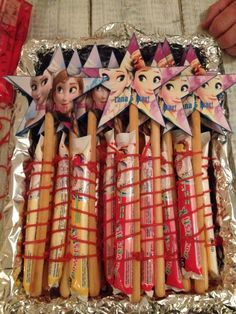Yoghurt stick and breadsticks Frozen Birthday Party, Frozen Party, 2nd Birthday Parties, Girl Birthday, Healthy Birthday, Birthday Treats, Party Treats, Rudolph's Bakery, School Snacks