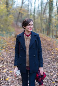 Promenons nous dans les bois — Mode and The City, Preppy Outfits, Mode Outfits, Outfits For Teens, Winter Outfits, Beige Jeans, Style Désinvolte Chic, My Style, Mode City, Mantel Outfit