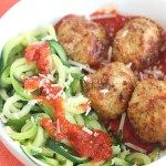 Delicious (and healthy!) air fryer turkey meatballs are paired with Green Giant zucchini noodles for a filling and hearty dinner. Use a store bought marinara or my simple sauce with torn basil. Air Fryer Recipes Meatballs, Turkey Meatballs Crockpot, Air Fryer Recipes Videos, Air Fryer Recipes Keto, Air Fryer Steak, Cook Up A Storm, Air Fryer Healthy, Lunches And Dinners, Healthy Eating