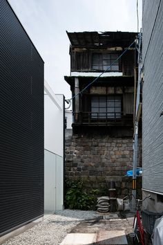 design Osaka, Wooden Trellis, Japanese Philosophy, Shoji Screen, Screen House, Japanese Interior Design, Window Screens, Japanese House, Staircase Design