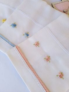 729 Likes, 5 Comments - ⚜️Ev Teksitili Ürünleri ⚜️ ( on Ins Handkerchief Embroidery, Cushion Embroidery, Hand Embroidery Dress, Hand Embroidery Videos, Baby Embroidery, Embroidery Flowers Pattern, Hand Embroidery Designs, Ribbon Embroidery, Cross Stitch Embroidery