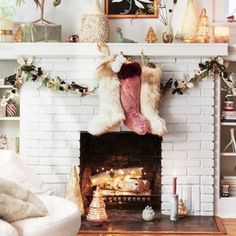 8 Original Christmas tree ideas for a unique holiday season Christmas Mantels, Noel Christmas, All Things Christmas, Winter Christmas, Christmas Decorations, Holiday Decor, Christmas Scenes, Fall Home Decor, Autumn Home