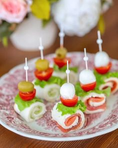 Tea Party Snacks, Canapes Ideas, Party Food Platters, Wedding Appetizers, Food Garnishes, Food Displays, Xmas Food, Food Decoration, Spring Recipes