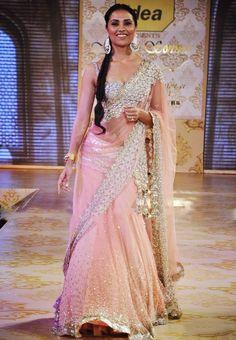 Lara Dutta at Mijwan Fashion Show Online Shopping - Bollywood Replica | B.124
