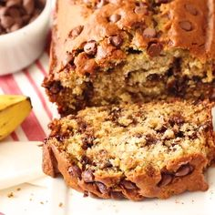 Healthy Desserts Discover Chocolate Chip Banana Bread Chocolate Chip Banana Bread - a super easy and moist banana bread perfect for anytime of the day prepared in just 5 minutes. NO MIXER required and its studded with chocolate chips. Chocolate Banana Bread, Chocolate Chip Recipes, Banana Bread Recipes, Chocolate Chips, Peanut Butter Banana Bread, Honey Chocolate, Breakfast Bread Recipes, Easy Bread Recipes, Sweet Recipes